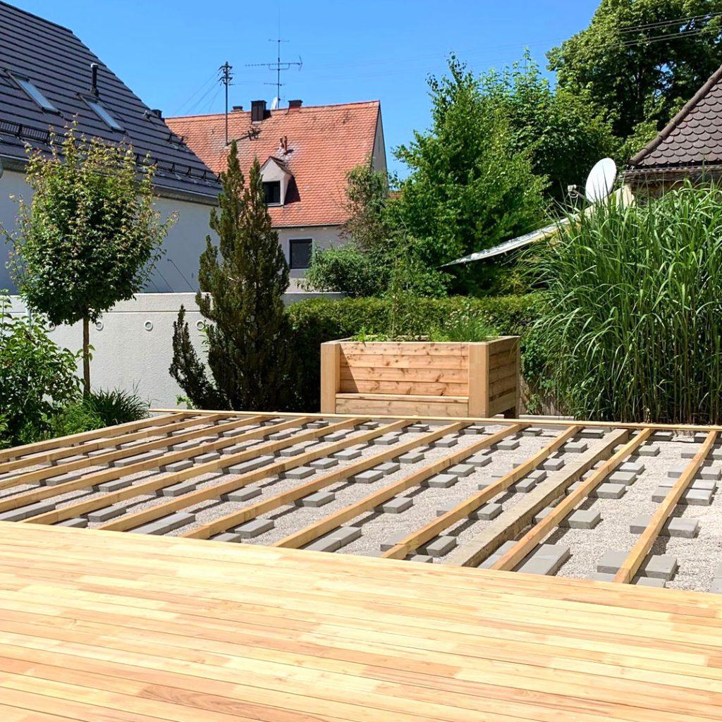 Unterbau einer Terrasse aus Robinie – robinie.eu